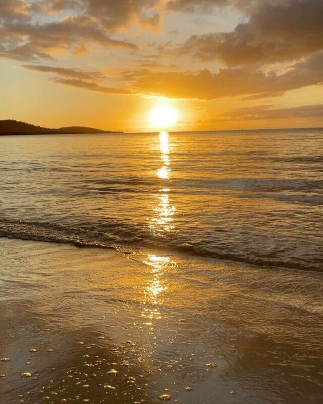 Nuestro planeta es hermoso, y nuestra isla contribuye a esa hermosura con sus encantos inigualables. ¡Cabo Rojo te espera! . . #earthday #puertorico #caborojo #boqueron #beach #sunset #airbnb #airbnbpr #orangebliving #bohemian #casona #turismointerno #explorepuertorico #beautifuldestinations #keepexploring